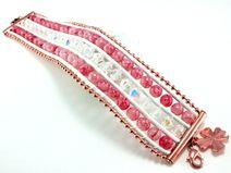 Kann so ein Armband mit wunderschönen Perlen und Kristallen in zarten Farben stolz und extrovertiert sein? Neeeeiiiinn...es ist ganz unschuldig ;-)