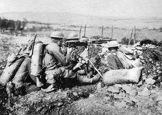 World War I, American machine gunners in battle, 1918, official British war photograph