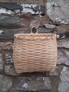 Ash Splint Baskets | Steve Tomlin Crafts Basket Weave Crochet, Basket Weaving, Weaving Looms, Straw Bag, Ash, Diy And Crafts, Baskets, Life, Ideas