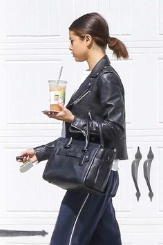 Selena_Gomez_-_Leaving_her_home_in_Los_Angeles_on_April_12-06.jpg  Click image to close this window