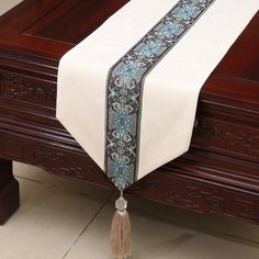 Extra Long Patchwork Table Runners High End European American style Tassel Cover Cloth Luxury Velvet Tea Table Cloth Bed Runner Dining Table Runners, Burlap Table Runners, Dinning Table, Pub Tables, Ramadan Crafts, Ramadan Decorations, Table Decorations, Rustic Candy Buffet, Patchwork Table Runner