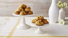 This reader recipe for Pumpkin Chocolate Chip Cookies is sure to be your favorite new fall treat. Canned pumpkin gives classic chocolate chip cookies Best Homemade Chocolate Chip Cookie Recipe, Pumpkin Chocolate Chip Cookies, Pumpkin Recipes, Cookie Recipes, Dessert Recipes, Cookie Desserts, Dessert Ideas, Dinner Recipes, Cholate Chip Cookies