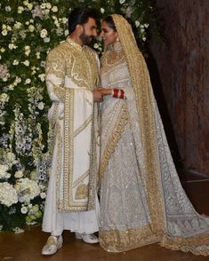Velvet Blazer, tight leather leggings , mangalsutra & choora is the most sexiest modern indian bride look i've ever witnessed! look at her… Wedding Dresses Men Indian, Wedding Dress Men, Indian Bridal Fashion, Indian Dresses, Indian Outfits, Pakistani Dresses, Indian Saris, Indian Clothes, Deepika Padukone Style