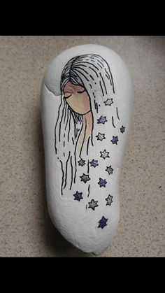 Dreaming of stars pretty woman Rock Painting Patterns, Rock Painting Ideas Easy, Rock Painting Designs, Art Patterns, Pebble Painting, Pebble Art, Stone Painting, Painted Rocks Craft, Hand Painted Rocks