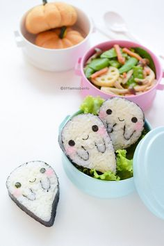 Bento box lunches are a great way to introduce some creativity into your kiddo's diet! This Boo Ghost Sushi Bento idea makes such a fun lunchtime treat for the Halloween season! Cute Bento Boxes, Bento Box Lunch, Bento Food, Sushi Lunch, Box Lunches, Bento Kawaii, Cute Food, Yummy Food, Nutella Muffin