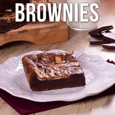 If you are a lover of brownies, you have to try this classic recipe. since these rich brownies have a crusty crust while inside they are soft. Brownie Recipes, Cake Recipes, Dessert Recipes, Lunch Recipes, Delicious Desserts, Yummy Food, Bon Dessert, Homemade Chocolate, Clean Eating Snacks