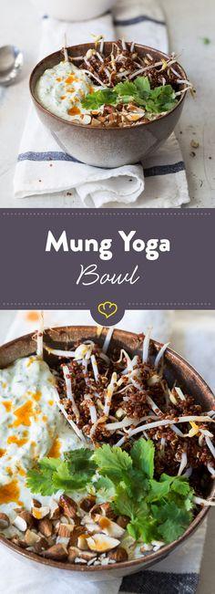 In dieser Mung Yoga Bowl kommt der griechische Joghurt mit Mungbohnen und Quinoa in die Schüssel, die Löffel für Löffel Superfood garantiert.
