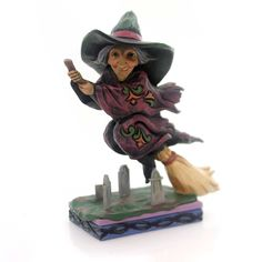Jim Shore Every Witch Way Figurine Halloween Figurine Height: 5.25 Inches Material: Polyresin Type: Halloween Figurine Brand: Jim Shore Item Number: Jim Shore 4053867 Catalog ID: 30503 New In Styrofoa