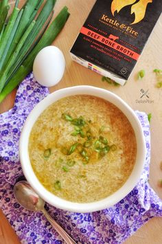 """""""Legit Chinese-style egg drop soup that takes 5 minutes to make and it's nutritiously delicious! Heres the exact egg drop soup recipe I tried with Kettle & Fire bone broth. Hope you enjoy! Gluten Free Soup, Gluten Free Recipes For Dinner, Healthy Dinner Recipes, Soup Recipes, Cooking Recipes, Keto Recipes, Family Recipes, Kitchen Recipes, Delicious Recipes"""