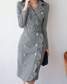 Read more The post Lapel Black Midi Dress Sheath Daytime Buttoned Gingham Dress appeared first on How To Be Trendy. Trendy Dresses, Modest Dresses, Elegant Dresses, Trendy Outfits, Nice Dresses, Casual Dresses, Dresses For Work, Hijab Casual, Modest Clothing