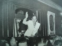 """""""Yo estoy al frente de mi pueblo no sólo por decreto del destino. Estoy porque, sin saberlo tal vez, me preparé para esto como si hubiese sabido que algún día iba a tocarme esta responsabilidad y este privilegio""""  Eva Duarte de Perón"""