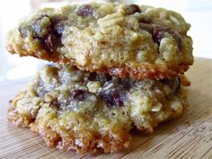 Fannie's Oatmeal Chocolate Chip Cookies (the only chocolate chip cookie recipe you will ever need) | LaraThalice.com  #oatmealchocolatechip #chocolatechip #cookies