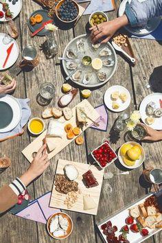 アウトドアやガーデンパーティーなど、日差しを浴びながら楽しむ屋外のパーティーテーブルにもぴったり。