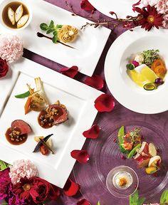 新浦安駅より徒歩1分。オリエンタルホテル 東京ベイでの披露宴のお料理は、フランス料理・和食・和洋折衷とお選びいただけます。選びぬかれた素材の美味しさで、こころ温まる饗宴をご堪能いただけます。