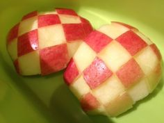 Kids go gaga for checkerboard apples in #wastefree lunches. Here's how! #BetterBackToSchool #BackToSchool