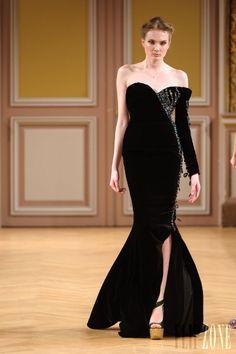 Tony Yaacoub - Alta Costura - Otoño-Invierno 2013-2014 - http://es.flip-zone.com/fashion/couture-1/independant-designers/tony-yaacoub-4000