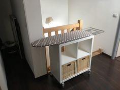 Un+meuble+table+à+repasser+sur+roulettes