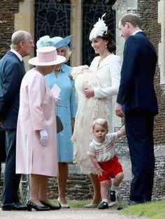 Natürlich ließ es sich auch die Queen nicht nehmen, der Taufe ihrer Urenkelin beizuwohnen.