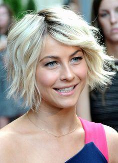 Star-Frisuren: Der platinblonde, wuschelige Bobschnitt ist genau die passende Frisur für die quirlige Schauspielerin und Tänzerin Julianne Hough.