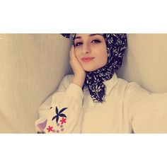 Hijabi Girl, Girl Hijab, Hijab Outfit, Girl Photo Poses, Girl Photos, Hidden Face Dpz, Girl Shadow, Beautiful Muslim Women, Cute Boys Images