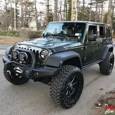 Check out this nice Jeep. #jk #jku #jeep #jeeps #wrangler #4x4 #offroad #JEEPFLOW