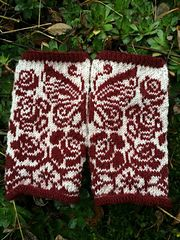 These mittens/halfmittens are named after my grandmother. It is the first pattern in a series of mittenpatterns that will be named after strong women in my family.
