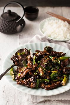 Crispy Sticky Mongolian Beef - PF Chang's copycat, done right! Less oil, all the flavor and not stickly sweet. Meat Recipes, Asian Recipes, Dinner Recipes, Cooking Recipes, Asian Foods, Beef Dishes, Food Dishes, Meat Dish, Main Dishes