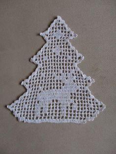 Christmas Tree Ornament with Reindeer Crochet Christmas Decorations, Christmas Tree Pattern, Crochet Christmas Ornaments, Christmas Crafts, Crochet Angels, Crochet Cap, Diy Crochet, Crochet Applique Patterns Free, Crochet Blocks