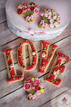 Gorgeous love cookies.