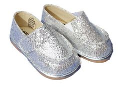 MOOSHU Trainers Squeeker Shoes CAN NEW Silver Sparkle Sz 3-5 Slip On