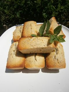 Délices d'une novice: Mini cakes aux amandes et à la mélisse