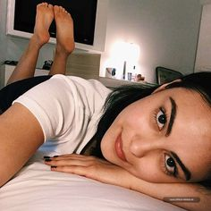 American actress Camila Mendes showing her celebrity feet and celebrity soles in THE POSE via Celebrity Feet in the Pose. Celebrity Feet, Celebrity Crush, Veronica Lodge Aesthetic, Veronica Lodge Outfits, Camila Mendes Veronica Lodge, Ctrl C Ctrl V, Riverdale Veronica, Camilla Mendes, Riverdale Cast