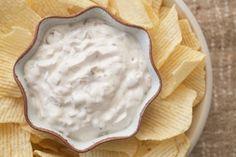 O molho de cebola é delicioso, especialmente a acompanhar batatas fritas.Você pode fazer o seu próprio molho de cebola a partir do zero. Aprenda aqui.
