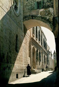 Ecce Homo Arch on Via Dolorosa, Jerusalem, Israel . - Amanda Hodgins - - Ecce Homo Arch on Via Dolorosa, Jerusalem, Israel . Beautiful World, Beautiful Places, Israel Palestine, Hebron Israel, Monuments, Visit Israel, Israel Travel, Israel Trip, Holy Land