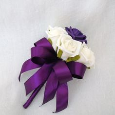 wedding-flowers-flowergirls-posy-bouquet-ivory-roses-purple-ribbon-571-p.jpg (400×399)
