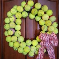 Tennis Ball Wreath; so that's what I can do with all those flat balls!