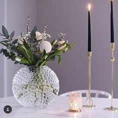 Same vase different arrangements. Beautiful Interior Design, Scandinavian Home, Eclectic Decor, Decor Styles, Decoration, Home Accessories, Interior Decorating, Room Decor, Vase
