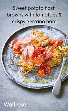 Try our low fat recipe for sweet potato hash browns with roasted tomatoes and crispy Serrano ham, just 320 calories per serving! Healthy Dinners, Healthy Breakfast Recipes, Brunch Recipes, Healthy Drinks, Healthy Food, Yummy Food, Healthy Recipes, Tea Ideas, Food Ideas