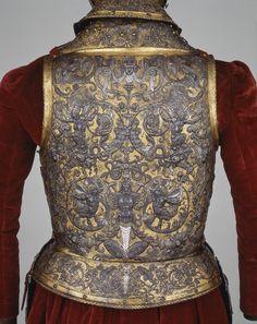 """: El yelmo de Boabdil Sotheby's anunció la pieza como """"tradicionalmente perteneciente a Boabdil, último rey moro de Granada, segunda mitad del siglo XV"""". Y lo había descrito sospechosamente como un """"yelmo medieval de finales del siglo XV y principios del XVI, que por tradición se cree que perteneció a Boabdil""""."""