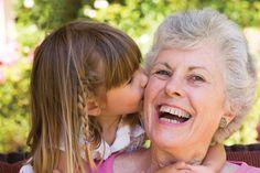 Ser avó é um marco importante na vida de muitas pessoas. Antigamente, as avós tinham um papel fundamental na vida e na educação das crianças, hoje com o me