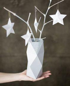 DIY Deko aus Papier blumenvase facettiert eckig