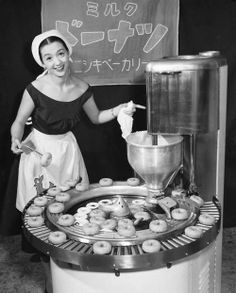 Krispy Kreme donut trade show, 1950s~♛