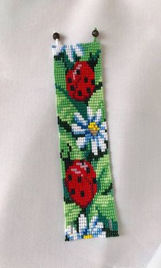 Loom beaded cuff bracelet with ladybugs and camomi flowers . Bracelet Crochet, Beaded Cuff Bracelet, Bead Loom Bracelets, Flower Bracelet, Bead Loom Patterns, Bracelet Patterns, Beading Patterns, Loom Bands, Art Perle