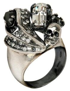 Skull and crystal cluster ring by Iosselliani. i want this ring Skull Jewelry, Gothic Jewelry, Jewelry Box, Jewelery, Jewelry Accessories, Biker Accessories, Stone Jewelry, Jewelry Rings, Crane
