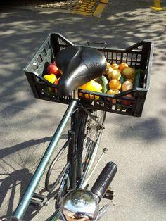 Ai tempi della grande distribuzione si ritorna al cibo a  kilometro zero, e trasporto in bici