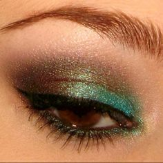 Peacock eyes. I used to do mine like this for a night out, back in the day #make-up very-swish