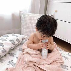 Cute Asian Babies, Korean Babies, Asian Kids, Cute Babies, Cute Baby Boy, Cute Little Baby, Little Babies, Baby Kids, Cute Kids Pics
