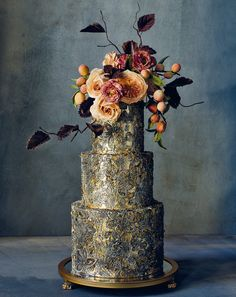 Modern Wedding Cakes Admire these stunning cakes designed by Maggie Austin and get an inside look at how the creations come to life. - Admire these stunning cakes designed by Maggie Austin and get an inside look at how the creations come to life. Modern Cakes, Unique Cakes, Elegant Cakes, Gorgeous Cakes, Pretty Cakes, Naked Wedding Cake, Camo Wedding, Rustic Wedding, Wedding Gowns