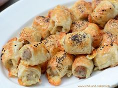Snack: Sausages in puff pastry - Snack Mix Recipes Snack Mix Recipes, Lunch Box Recipes, Easy Cake Recipes, Food To Go, Good Food, Food And Drink, Yummy Food, Party Finger Foods, Party Snacks