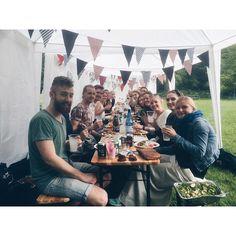 Det er mandag på kontoret, men vi ser tilbage på en skøn sommerfest i weekenden. Rundbold, kongespil, kartoffelsalat, grillpølser, øl, vin og masser af sol. Det var sommer i weekenden ☀️ #foodfestival15 #aarhus #madhyldest #sommer